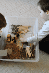 Sensory bin ideas, how to set up a sensory bin, working at home with kids