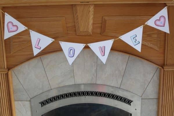 "Valentine Banner Printable -  free printable ""Love"" banner"