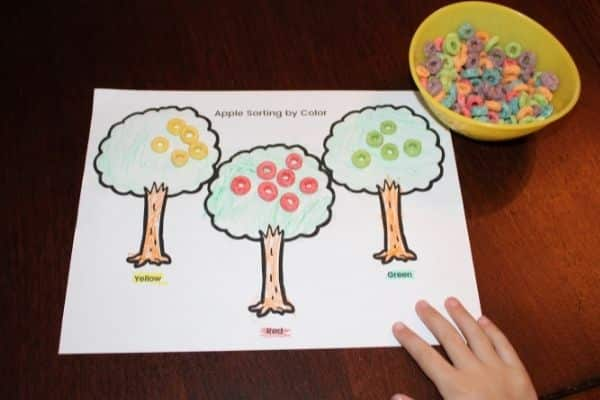 Apple tree Color sorting activity for toddlers and preschool